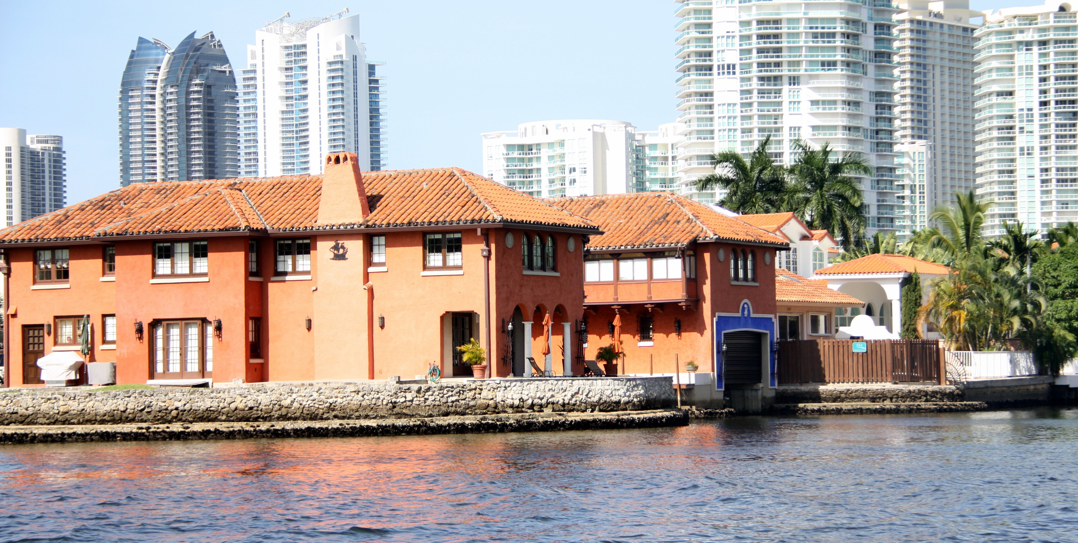 A awesome looking house on the ICW, complete with boat garage.