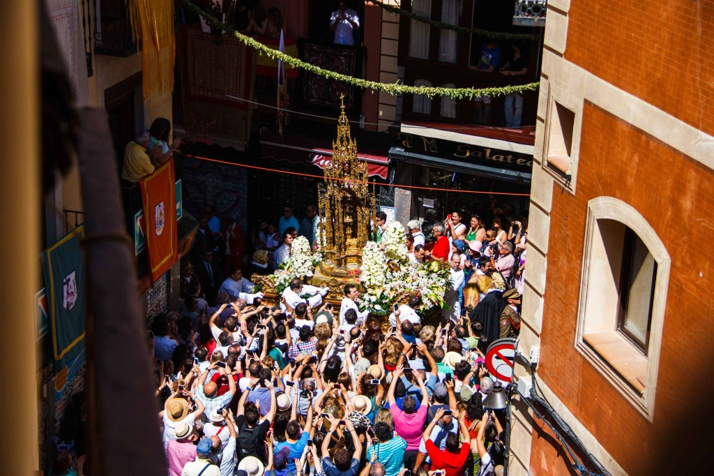 The highlight of the 3 hour procession, less than 2 minutes to see the Monstrance.